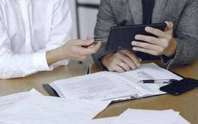 Cuatro motivos para no seguir contabilizando y archivando las facturas de empresa manualmente